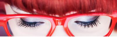 Umwelteinflüsse und Kontaktlinsen vs. Brille
